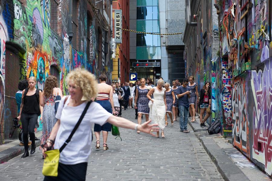 self guided walking tours melbourne laneways
